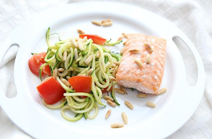Lachsfile-mit-Zucchinispaghetti