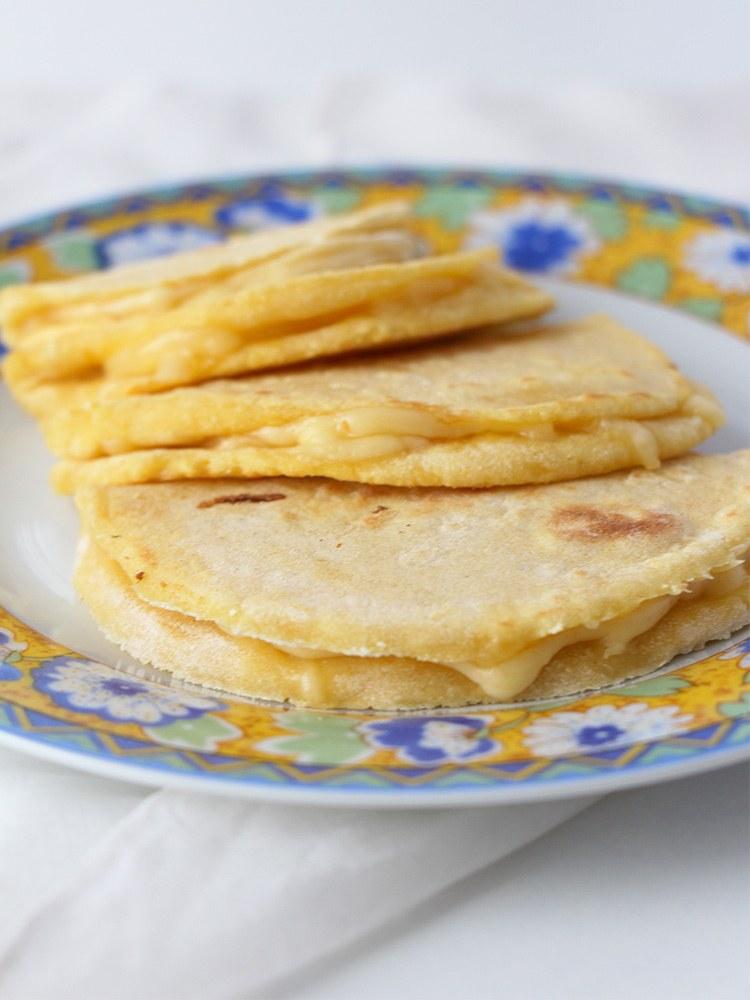Quesadillas-mit-Käse-und-selbstgemachten-Tortillas