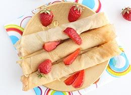 Dünne-Pfannkuchen-mit-Erdbeeren